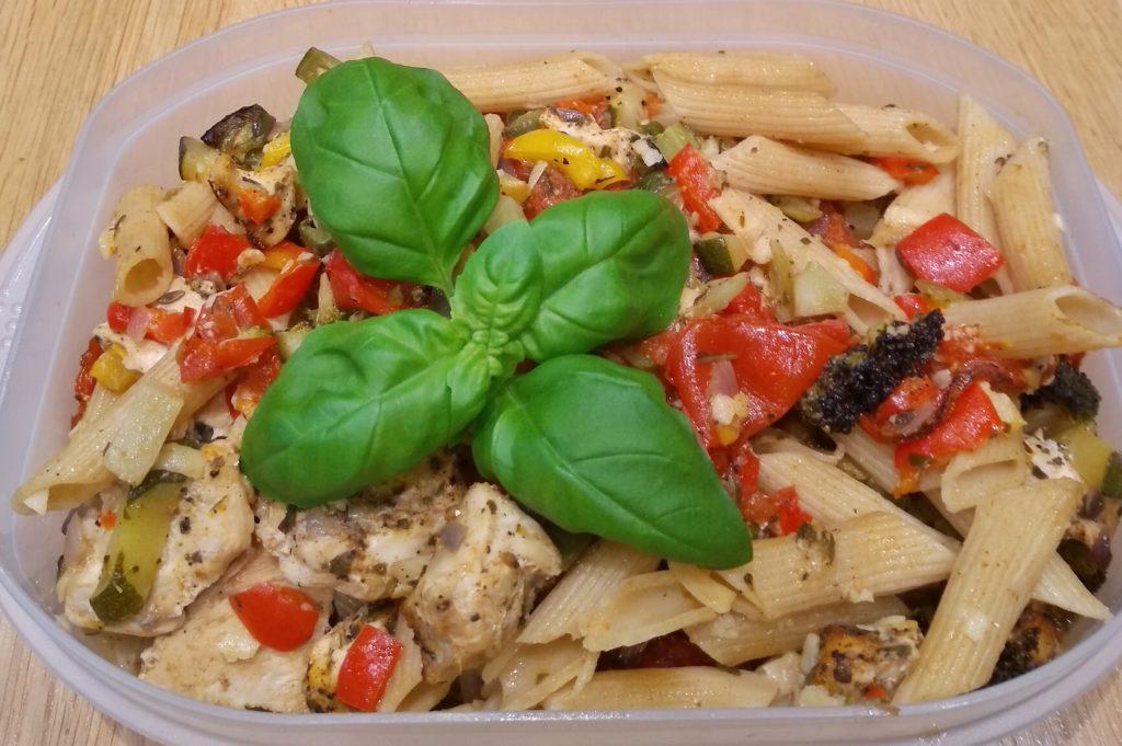 Meal Prep Hähnchen mit Nudeln und Gemüse