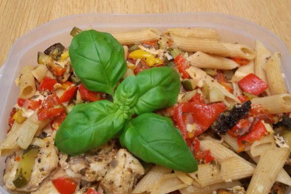 Hähnchen mit Nudeln und Gemüse