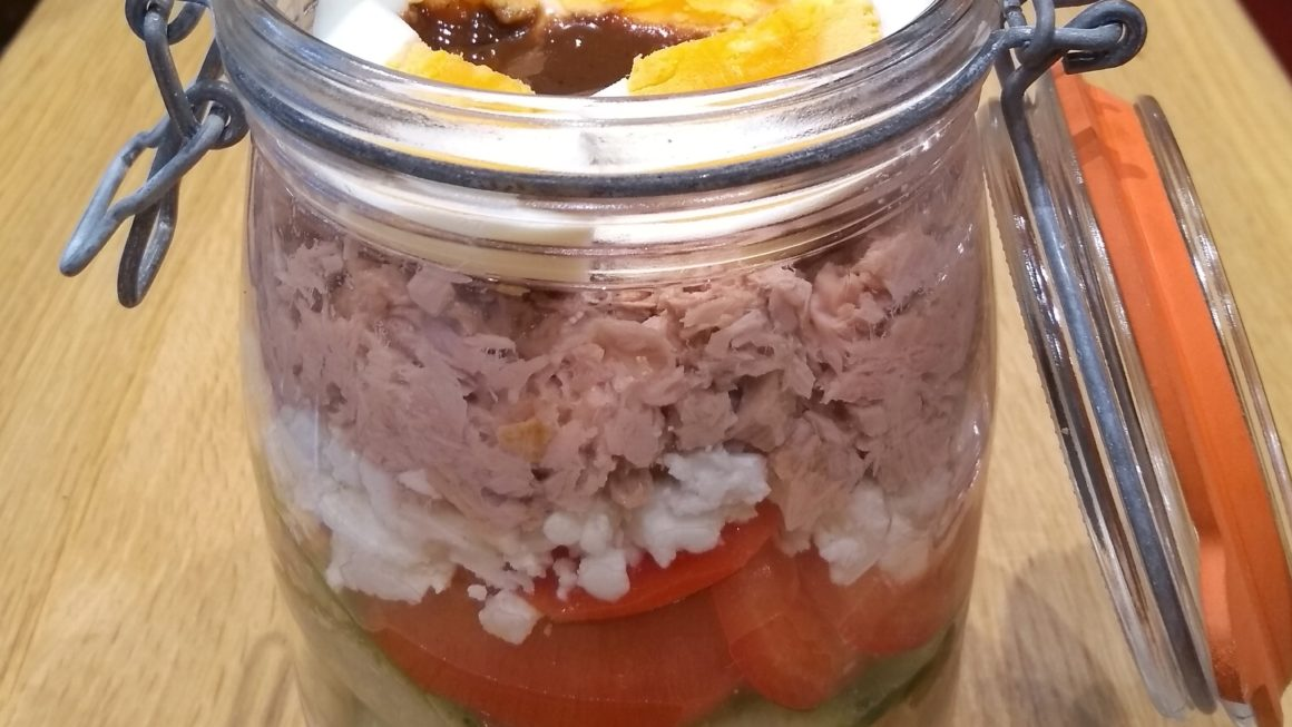Nudelsalat mit Thunfisch und Feta