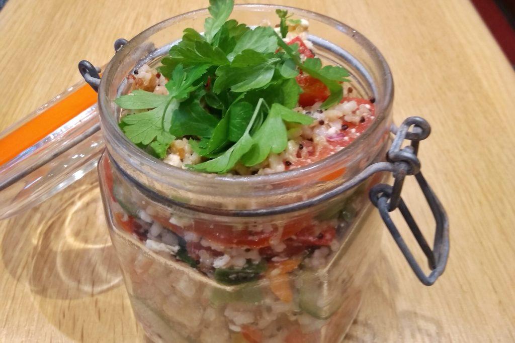 Reissalat mit Gemüse und Feta