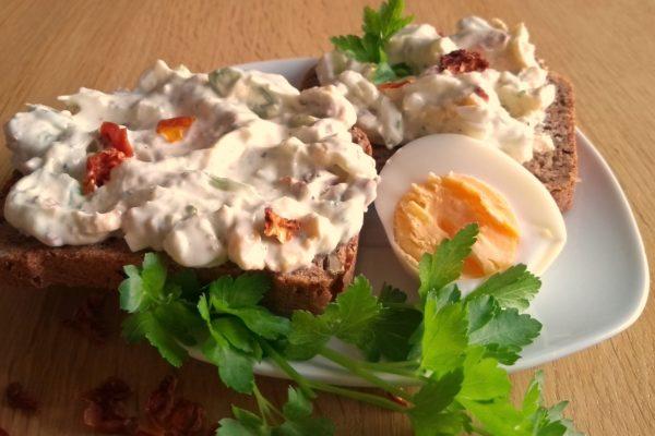 Eiersalat auf leichte Art